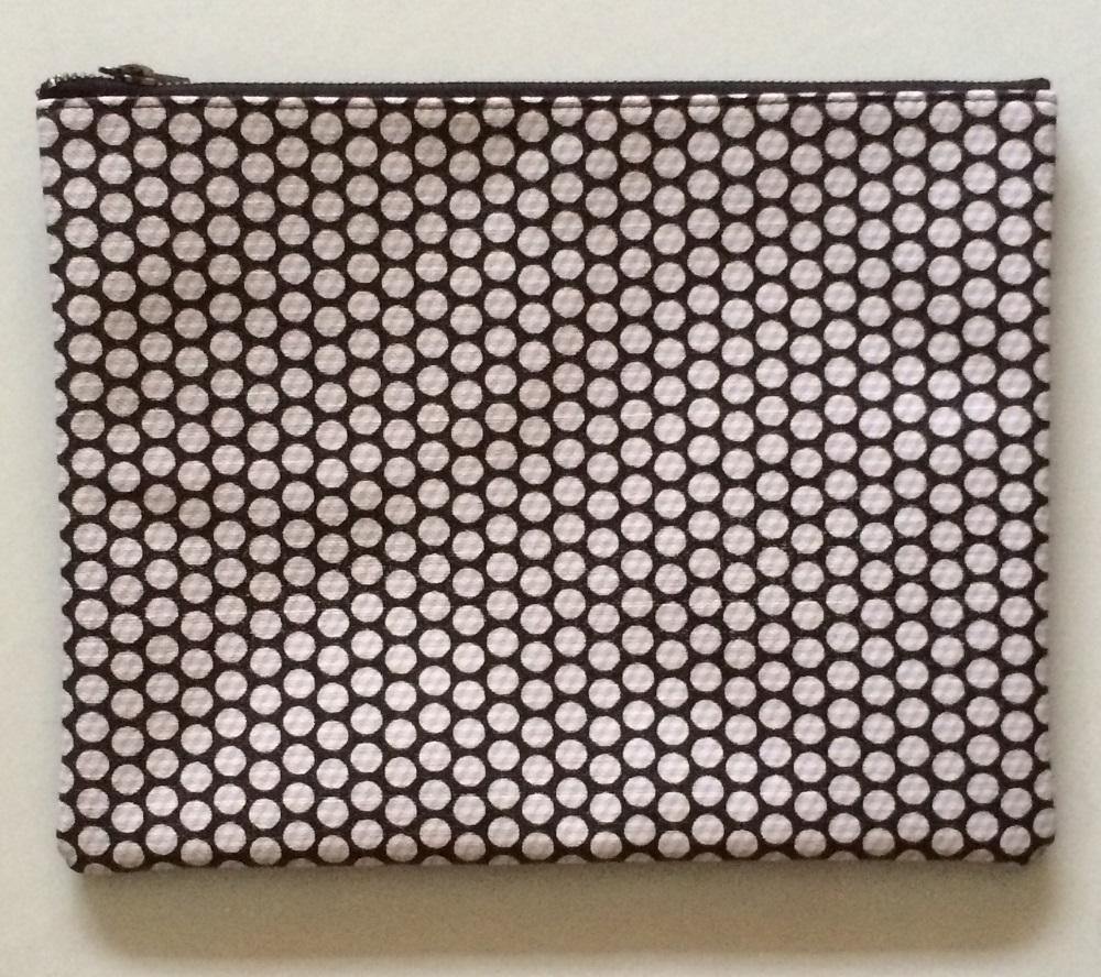 Singles Sep 15, black n white pouch